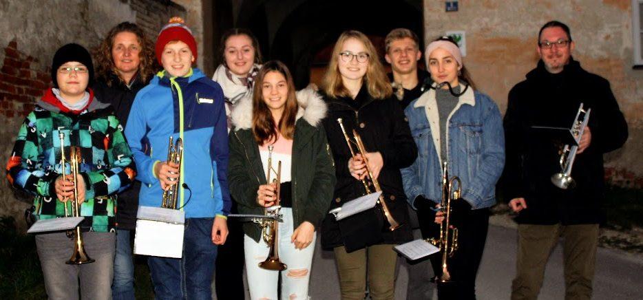 intakt Trompeten-Ensemble spielt Martinszüge